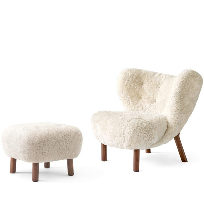 Little Petra Sessel Lounge Chair Ohrensessel mit Schaffell Moonlight Pouf Atd1 Walnuss Andtradition Viggo Boesen Tagwerc